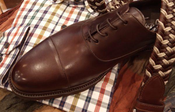 Zapato cordones en piel marrón